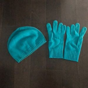 Hat and glove set from Benetton